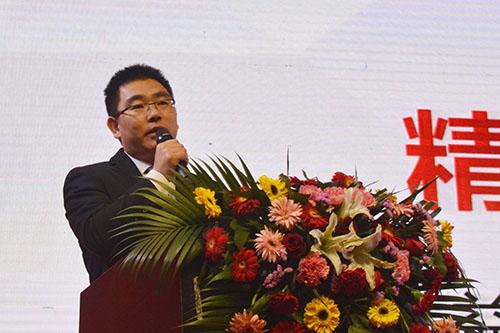 漆谷集团总经理李晓会先生作工作报告