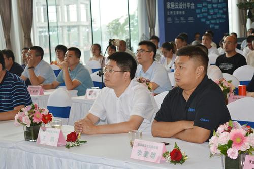 漆谷集团董事长王鹏先生出席会议