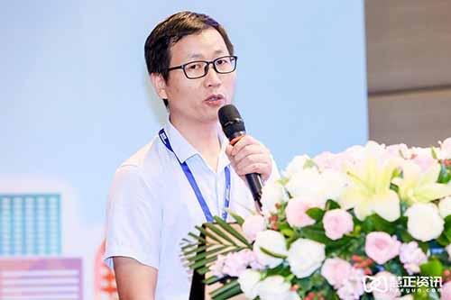 国家家具产品质量监督检验中心(广东)项目检验主管工程师胡鹏飞先生做技术培训