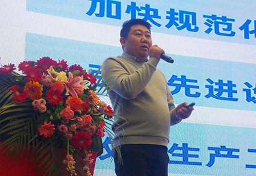 漆谷集团营销总经理王昊先生作V100工作报告