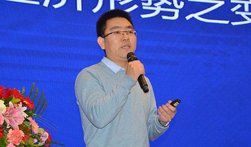 漆谷集團總經理李曉會先生作工作報告